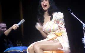 Katy Perry Flute Fail