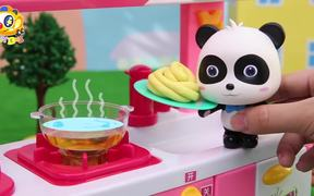 Panda Kiki and Miumiu's Noodle Cooking Competition