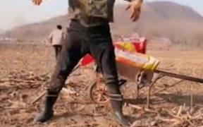 Chinese Guy's Robot Dance