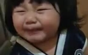 Kid Tries Lemon For The First Time