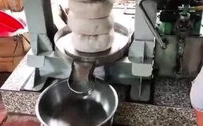 Hydraulic Coconut Milking Machine