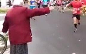 Grandma High Fives Everyone During The Marathon