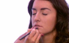 Makeup: Striking Summer Lips