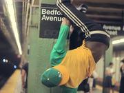 Between 14th & Bedford : NY Subway Dancers