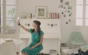 Samsung Video: Fashion Chicka