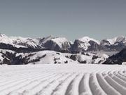 Snowpark Gstaad - Snowboard Springin