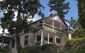 Seattle Wedding Videographer Presents