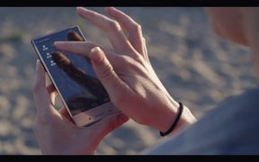 Sharp AQUOS Crystal (trailer)