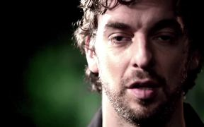 NBA Video: Pau Gasol's Wild Aid