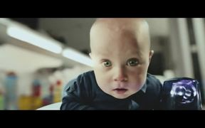 Samsung: Cute Baby vs. Vacuum Cleaner