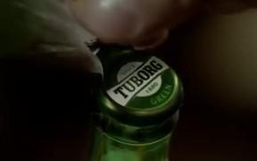 Tuborg Commercial: Bar
