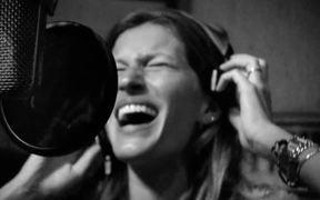 Gisele Bundchen Pulls Off a Song for H&M