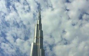 Top to Bottom Pan Shot of the Burj Khalifa