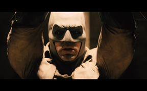 Batman vs Superman Exclusive Sneak