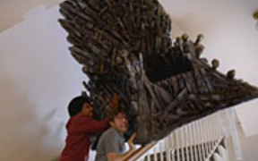 Game of Trhones Video: Own The Throne