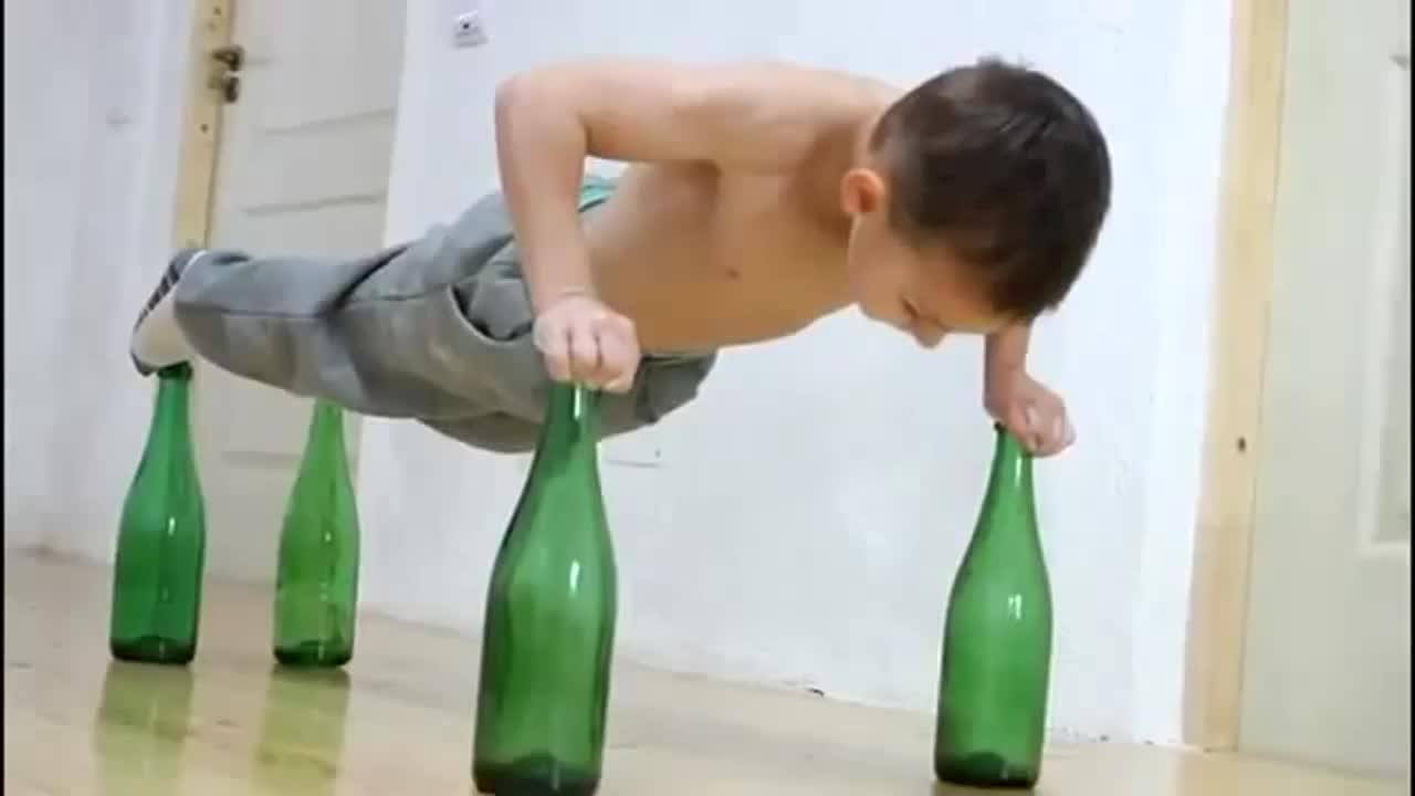 Прыгает на бутылке при фистинге #8